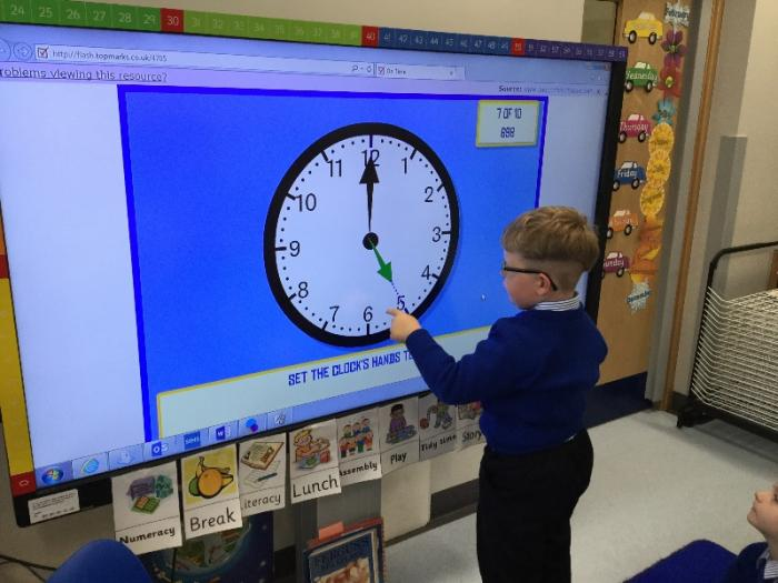 We can make o'clock times on analogue and digital clocks.